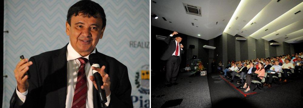 """O governador Wellington Dias foi um dos palestrantes do I Congresso das Cidades do Piauí, no Auditório da Fiepi; o chefe do Executivo estadual abordou o tema """"O Estado que fomos, que somos e o que poderemos ser"""" e falou da necessidade da integração com os municípios para alavancar a economia piauiense e cuidar do social; """"Minha proposta é que possamos atuar de forma ainda mais integrada para fazer com que o Piauí, que já chegou a expectativa de vida de 72 anos, possa chegar a 75 anos. Que a nossa renda que gira em trono de 12 mil/por habitantes possa alcançar 22 mil reais, que é uma renda de um lugar desenvolvido""""; disse; Esse é o caminho, e quero como governador deste estado estar apoiando os municípios para juntos alcançarmos nossos objetivos"""""""