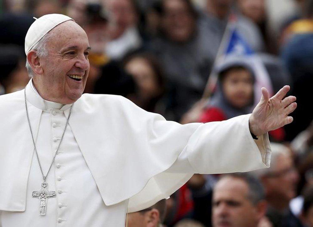 Papa Francisco na Praça de São Pedro, no Vaticano. 21/10/2015 REUTERS/Alessandro Bianchi
