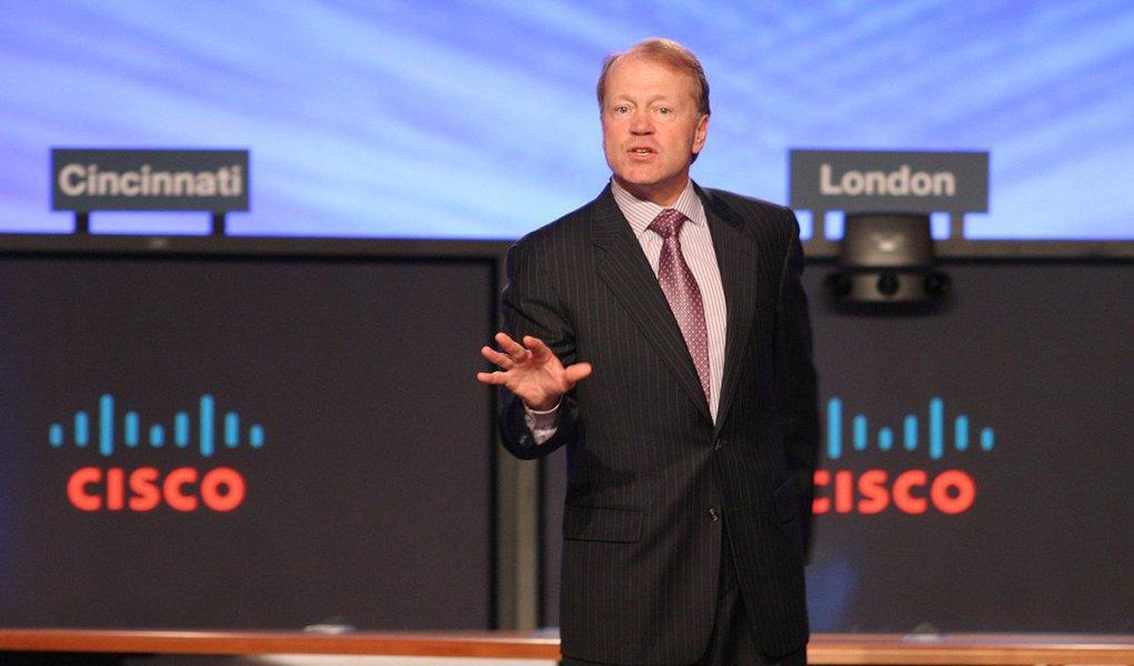 """John Chambers, CEO (Chief Executive Officer) da Cisco por 20 anosprofetizou algum tempo atrás: """"40% das empresas vão falir nos próximos 10 anos""""; o que faz com que ele tenha uma visão tão forte sobre o futuro? A internet das coisas e a grande mudança que isso vai trazer para as próximas décadas; basicamente, todos os produtos e serviços estarão digitalizados, de um jeito ou de outro; """"40% das empresas no Reino Unido não vão existir mais substancialmente nos próximos 10 anos, o mesmo com os Estados Unidos"""", disse"""
