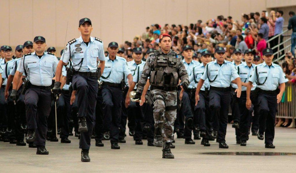 Com a solenidade de formatura nesta sexta (20), comandada pelo governador Camilo Santana (PT), o Ceará ganha 1.400 novos policiais militares. No total, 4.200 novos policiais vão reforçar o policiamento nas ruas ainda no primeiro semestre de 2018