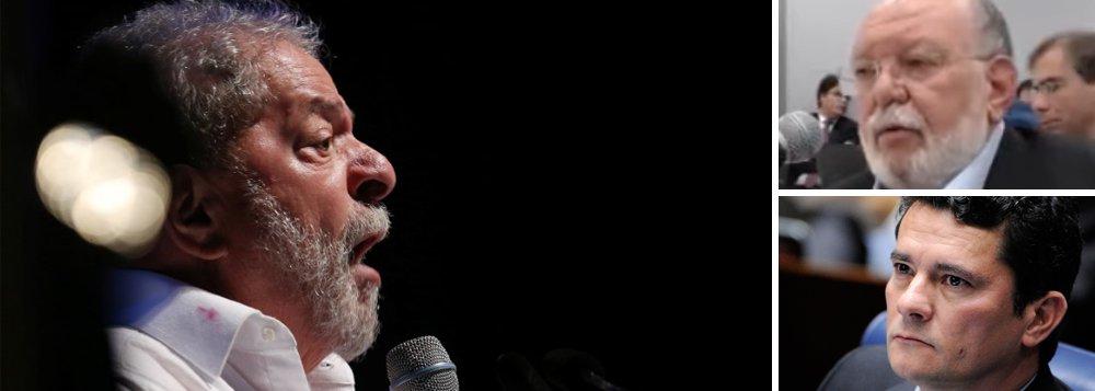 """Defesa do ex-presidente Lula disse que o empresário Léo Pinheiro, da OAS, """"criou um diálogo"""" com Lula, não presenciado por ninguém, para dizer que foi orientado pelo ex-presidente a destruir supostas provas de contribuições de campanha;""""Ele foi claramente incumbido de criar uma narrativa que sustentasse ser Lula o proprietário do chamado triplex do Guarujá. É a palavra dele contra o depoimento de 73 testemunhas, inclusive funcionários da OAS, negando ser Lula o dono do imóvel"""", diz o advogado Cristiano Zanin Martins; para ele, o depoimento de Pinheiro foi uma versão """"acordada com o MPF"""" como pressuposto para aceitação de uma delação premiada que poderá tirá-lo da prisão"""