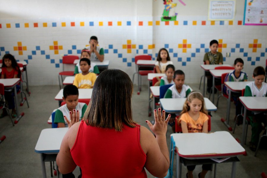 """segundo o governador Renan Filho, as mil vagas serão destinadas para professores; as escolas em tempo integral são encaradas como uma das principais ferramentas para redução da violência no Estado; """"Um Estado que, há dois anos, sequer tinha uma escola em tempo integral, agora tem 35. No próximo ano, serão 50 e, por isso, teremos de ter concurso público para convocar professores para as escolas em tempo integral"""", afirmou o governador"""