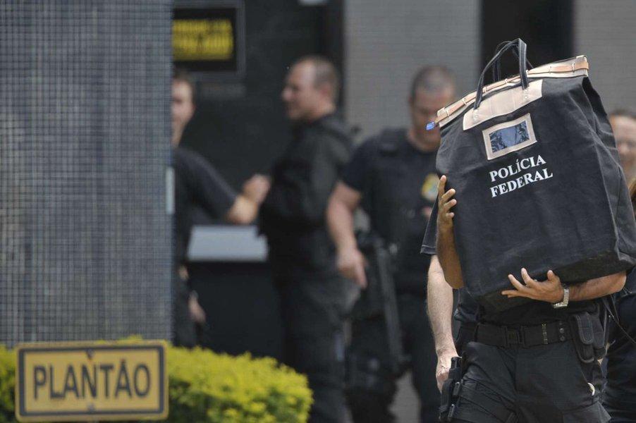 É impossível a um esquema de corrupção, como nos que estão envolvidos a Odebrecht, a JBS, a Petrobras, centenas de parlamentares, doleiros e assessores carregadores de mala, sem participação do sistema financeiro, ou seja, dos banqueiros