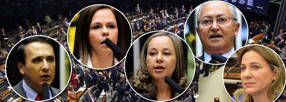 Deputados Carlos Henrique Gaguim (PTN), Josi Nunes (PMDB), Dulce Miranda (PMDB), Lázaro Botelho (PP) e Professora Dorinha Seabra Rezende (DEM) votaram pelo arquivamento da denúncia contra Michel Temer, o mais impopular desde a redemocratização; segundo pesquisa CUT/Vox Populi, 93% dos brasileiros querem que ele seja investigado