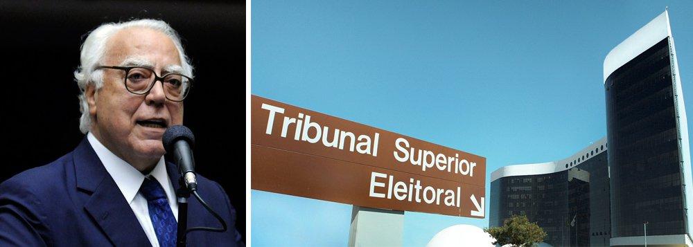 """Partido mobiliza um ato em frente ao Tribunal Superior Eleitoral, no qual entregará 500 mil assinaturas quepedem a antecipação do julgamento sobre a cassação da chapa Dilma-Temer e pela aprovação da chamada """"PEC da Eleição Direta"""", de autoria do deputado Miro Teixeira (Rede/RJ), que prevê a extinção da possibilidade de realização de eleições indiretas no país, caso os cargos de presidente e o de vice fiquem vagos durante a segunda metade do mandato"""