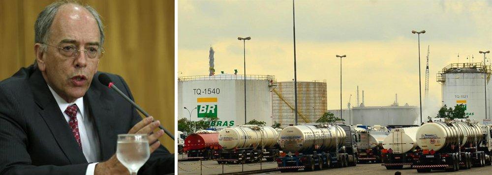 A Petrobras anunciou novo reajuste nos preços da gasolina nas refinarias, com alta de 3,3% a partir de terça-feira, após reunião do Grupo Executivo de Mercado e Preços da companhia; o reajuste é em decorrência dos impactos do furacão Harvey, que paralisou a operação de refinarias nos Estados Unidos e levou a uma disparada dos preços de referência da gasolina na semana passada