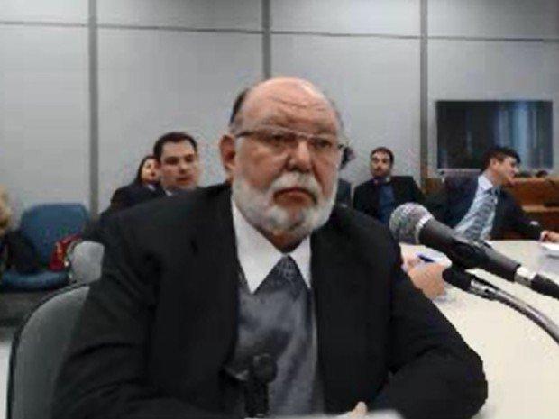 Condenado a comer feijão azedo pelas próximas duas décadas, o corruptor resolveu incriminar Lula, pois sabe que essa é a sua única chance de trocar a jaula por uma tornozeleira eletrônica. Moro jogou o alpiste e o nosso bípede desplumado bicou