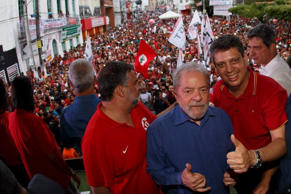 """""""As elites brasileiras, esta turma que está comandando os processos, não sabem o que fazer com a caravana. A grande mídia fica tentando esconder, as redes sociais estão divulgando e bombando, as pessoas estão falando e esse é mais um processo de retaliação. Cada hora que Lula faz uma atividade ou o PT realiza algo um ato, a exemplo até do aniversário do partido, sempre há uma contrapartida da operação Lava Jato para tentar desgastar o presidente ou incriminá-lo. A questão deles é o desespero"""", disse Márcio Macedo, vice-presidente do PT"""