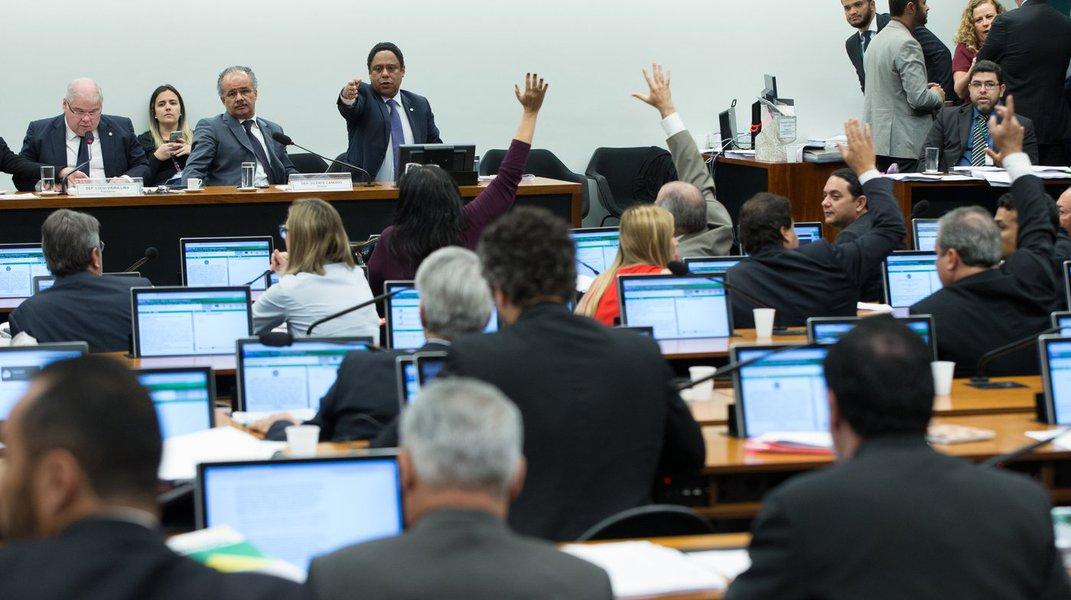 O principal depurador da política é o voto popular. É hora de aprovarmos o financiamento público, com valores adequados ao orçamento, para devolver ao povo o poder de escolher os rumos do Brasil