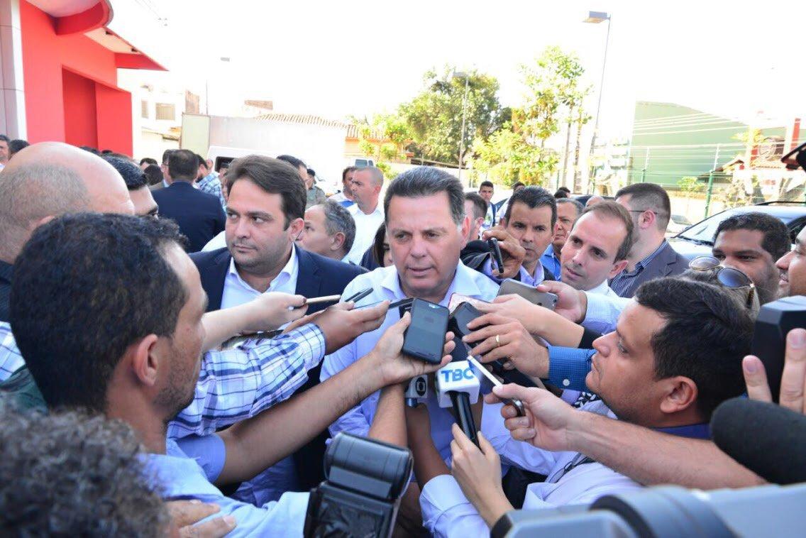 """O governador Marconi Perillo afirmou, em Anápolis, durante a inclusão do município no ProgramaPasse Livre Estudantil Universal(PLE), que o Brasil precisa reconquistar a estabilidade política para voltar a crescer e a gerar empregos; """"Nesse momento, o que a gente precisa é o Brasil funcionando, se estabilizar, gerar empregos"""", disse o governador, em entrevista coletiva, quando perguntado sobre o resultado da votação da Câmara dos Deputados na denúncia contra Michel Temer; """"O Brasil está cansado de crise. Crise moral, ética, econômica, política, indecisão"""", frisou;""""Se tiver que ser processado, ele será processado"""""""
