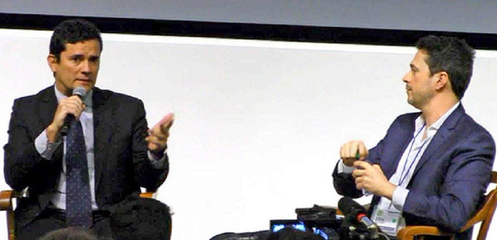 """O juiz Sergio Moro, que também participou de evento na Universidade Harvard, em Boston, neste disse neste sábado que o caixa dois de campanha é uma """"trapaça, um atentado à democracia"""" e é """"pior"""" do que a corrupção praticada para benefício próprio; """"Me causa espécie quando alguns sugerem fazer uma distinção entre a corrupção para fins de enriquecimento ilícito e a corrupção para fins de financiamento ilícito de campanha eleitoral""""; """"Para mim, a corrupção para fins de financiamento de campanha é pior que o de enriquecimento ilícito"""""""