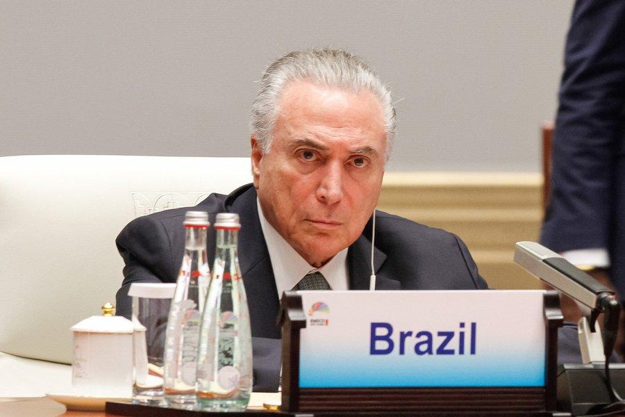 É com tristeza e desesperança que a maioria absoluta do apático povo brasileiro, com a omissão de suas forças armadas, comunica o falecimento do Estado Nacional Brasileiro (Brasil)