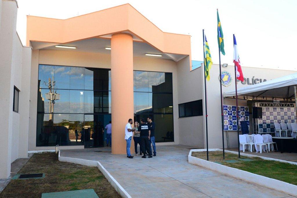 As obras de construção ou reforma e ampliação de três Núcleos Regionais da Polícia Técnico-Científica (PTC) nos municípios de Catalão, Goianésia e Rio Verde estão previstas no pacote de obras doPrograma Goiás na Frente, do Governo de Goiás; os orçamentos estão estimados em R$ 10,5 milhões do Tesouro Estadual, conforme consta no Plano de Investimentos da Secretaria de Segurança Pública e Administração Penitenciária (SSPAP); programa prevê investimento de R$ 9 bilhões para os próximos dois anos no estado