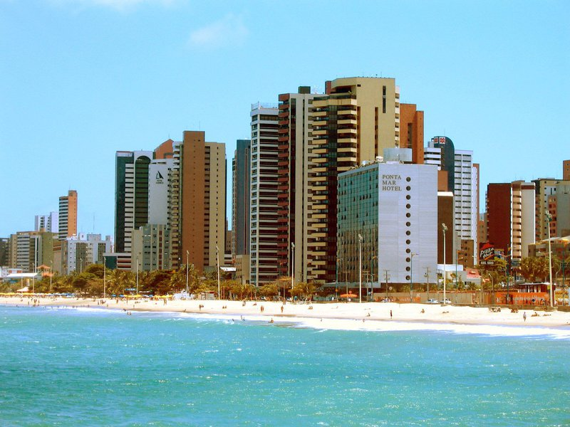 De acordo com a Secretaria do Turismo do Ceará (Setur), cerca de 70 mil turistas deverão desembarcar no Estado durante o feriadão, gerando impacto de R$ 94 milhões de receita direta na economia. A quantidade de visitantes é 27% maior que a do mesmo período do ano passado. Em Fortaleza, a maioria dos hotéis está com 100% de ocupação