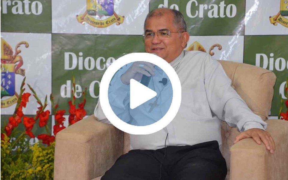 """Em vídeo divulgado nas redes sociais, o bispo do Crato, na região do Cariri, Dom Gilberto Pastana, convocou os fiéis para uma """"caminhada pela vida"""", no próximo dia 28, dia da greve geral que está sendo organizada pelas centrais sindicais e movimentos populares, contra perda de direitos do trabalhador"""