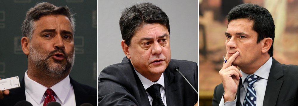 """Os deputados Paulo Pimenta (PT-RS) e Wadih Damous (PT-RS), integrantes da CPI da JBS, avaliam que a comissão não deve investigar apenas as delações premiadas ligadas à JBS, que vêm sendo questionadas, mas todos esses processos – incluindo os de Curitiba, na vara do juiz Sergio Moro, que conduz a Lava Jato;""""Delatores e investigadores da Polícia Federal e Ministério Público Federal que acabam estabelecendo parcerias não republicanas, escritórios envolvidos, esse modus operandi que tem que ser investigado e esclarecido"""", diz Pimenta;""""Muitas vezes os investigadores sobretudo os de Curitiba fazem promessas para conseguirem delações que a lei não autoriza que sejam feitas"""", afirma Damous"""