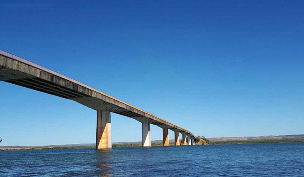 O governador Marcelo Miranda (PMDB) assina a Ordem de Serviço autorizando o início das obras de construção da ponte sobre o Rio Tocantins (Ponte de Porto Nacional) nesta segunda-feira, 23; solenidade será às 15 horas, no Trevo Sul, entre a TO-050 e a TO-255; a ponte terá 1.488 metros de extensão, sendo 1.088 metros de armação de concreto e 400 metros de aterro; licitação foi realizada ainda em 2014, pelo valor de R$ 101.328.272,57