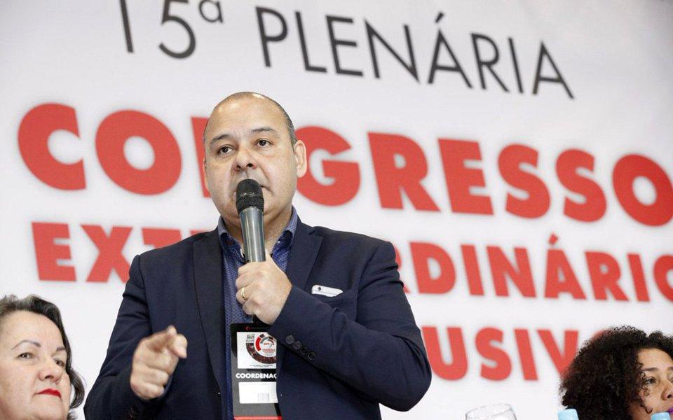 """Presidente da CUT, durante mesa de discussão sobre a conjuntura nacional no 15º Congresso Extraordinário e Exclusivo da CUT: 100 anos, afirma que o Brasil passa por um momento de """"ataque à soberania"""", e os movimentos sociais e sindicais têm no horizonte a necessidade de lutar contra essa situação"""