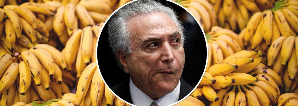 """Jornalista Kevin D. Williamson, da revista conservadora americana National Review, utilizou a situação política do Brasil como exemplo de uma """"República de Bananas"""" para criticar o presidente dos Estados Unidos, Donald Trump; """"Parabéns, América: você por fim, depois de todos esses anos, se transformou no Brasil"""", afirma o articulista no artigo """"O banana republicano"""", que, em inglês, faz um jogo de palavras com o termo """"República de Bananas""""; """"Esse tipo de coisa ocorre em países como o Brasil, cujos curtos períodos de estabilidade e prosperidade de repente se revertem sem razão óbvia"""", argumenta"""