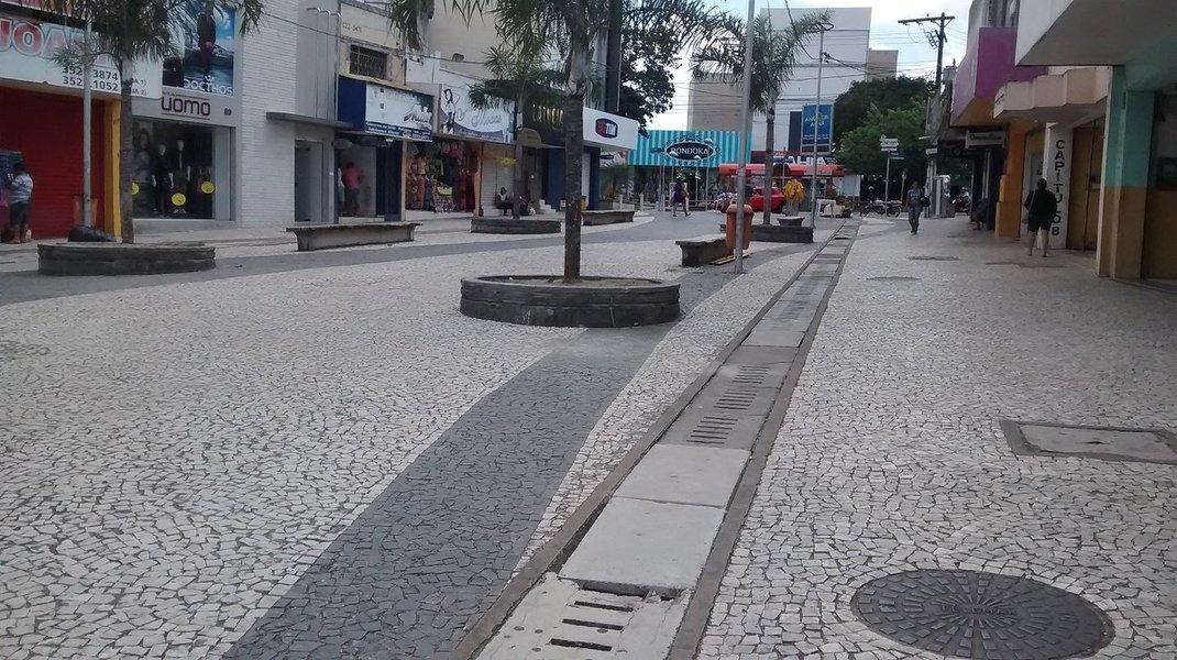 Prefeitos e secretários de diversos municípios alagoanos estiveram reunidos para discutir medidas que possam fortalecer o comércio local; objetivo do encontro foi aproximar empresariado e gestores municipais, colocando em pauta políticas favoráveis à área