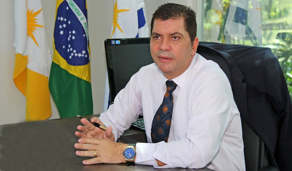 """O prefeito de Palmas, Carlos Amastha, afirmou que o reajuste de 6% do IPTU deste ano estava no planejamento para pagamento da data-base dos servidores municipais; """"Muita gente pagou e já me disse que não faz questão da devolução porque é um valor ínfimo para o cidadão e muito importante para a gestão"""", afirmou em coletiva de imprensa; ao comentar sobre o Projeto BRT, Amastha disse que houve uma """"criminalização"""" da proposta, questionada pela PF e com decisões desfavoráveis na Justiça"""