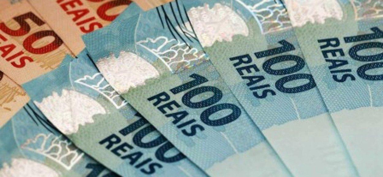 12.682 trabalhadores de Alagoas ainda não procuraram uma agência bancária para sacar o Abono Salarial do PIS/Pasep ano-base 2015, cuja data limite é 30 de junho; para sacar o Abono do PIS, o trabalhador que tem Cartão Cidadão e senha cadastrada pode se dirigir aos terminais de autoatendimento da Caixa ou a uma casa lotérica. Se não tiver o Cartão Cidadão, pode receber o abono em qualquer agência da Caixa mediante apresentação de documento de identificação