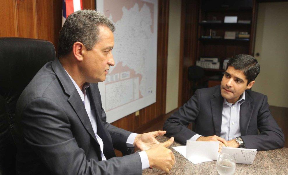 O prefeito de Salvador, ACM Neto (DEM), aparece com vantagem sobre o governador Rui Costa (PT) na disputa pelo governo da Bahia em 2018; de acordo com levantamento do Instituto Paraná Pesquisas, ACM lidera a disputa com 54,5%; Rui aparece em seguida, com 24,1%, o senador Otto Alencar (PSD) soma 4,7%, e Fábio Nogueira (PSOL) tem 2,9%. Indecisos somam 4,3%, e 9,5% não escolheram nenhum dos candidatos; em eventual segundo turno, com 58,4% das intenções de voto, Neto venceria Rui, que pontuou 28,8%