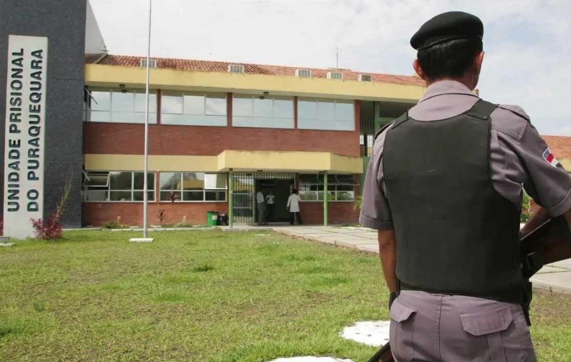 """A Secretaria de Estado de Administração Penitenciária (Seap) confirmou que seis detentos foram mortos dentro da Unidade Prisional do Puraquequara (UPP), em Manaus, nesta sexta-feira; circunstâncias das mortes ainda não foram esclarecidas; Seap informou que uma vítima foi enforcada e a outra, decapitada;Seap disse também que não houve nenhum motim ou rebelião na unidade, """"tendo em vista que os internos não apresentaram oposição às forças policiais, reivindicações e nem danos ao patrimônio público"""""""