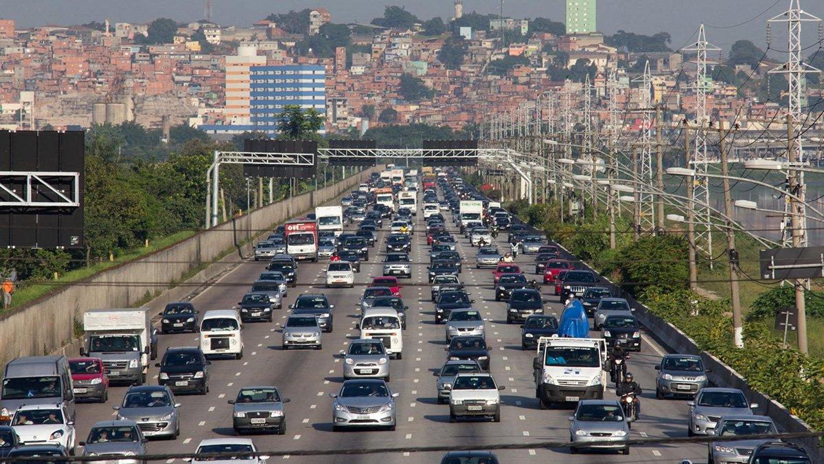 Aumento de velocidade nas marginais Tietê e Pinheiros, implantado pelo prefeito João Doria (PSDB) no dia 25 de janeiro, fez triplicar o número de atendimentos registrados pelo Serviço de Atendimento Móvel de Urgência (Samu); entre 25 de janeiro e 10 de março deste ano, o Samu realizou 186 atendimentos nas duas rodovias, um incremento de 186,2% em comparação ao mesmo período do ano passado, quando foram apontados 65 atendimentos; marginal Tietê lidera número de ocorrências