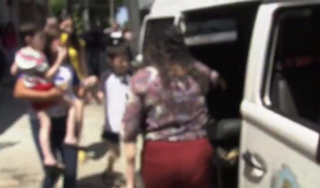 A Polícia Civil e o Conselho Tutelar fizeram o resgate, nesta sexta-feira (25), de seis irmãos e da mãe de situação de Cárcere privado em um apartamento na capital cearense. De acordo com a Defensoria Pública, a família vivia sem contato externo há 19 anos