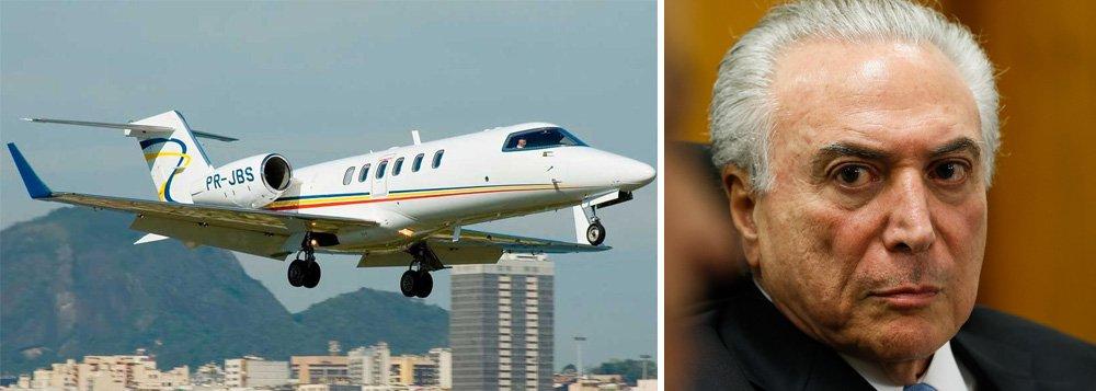"""A aeronave que Michel Temer usou para voar com a família para Comandatuba, na Bahia, em janeiro de 2011, tinha como prefixo """"JBS-PR"""", mais um sinal de que o peemedebista mente ao dizer que não tinha conhecimento de que o dono do jato era o empresário Joesley Batista, hoje delator da Lava Jato"""