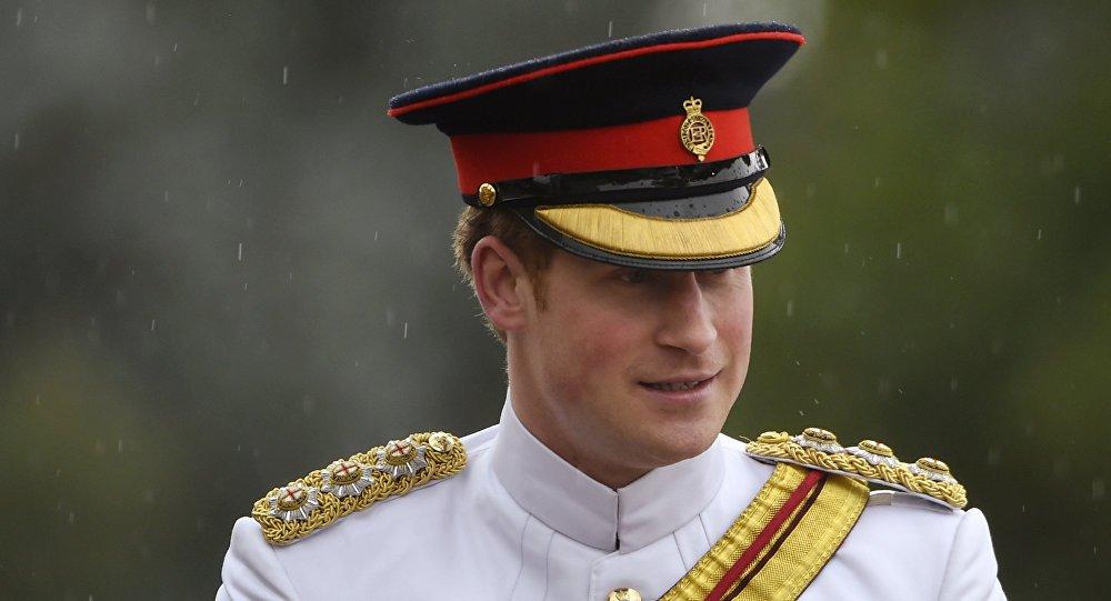 """O Daseh lançou uma provocação ao príncipe Harry, herdeiro do trono britânico; em vídeo divulgado na internet neste fim de semana, um militante do grupo terrorista Daesh desafia o príncipe britânico Harry a lutar contra os terroristas, isso """"se for homem o bastante"""" para encarar a tarefa"""