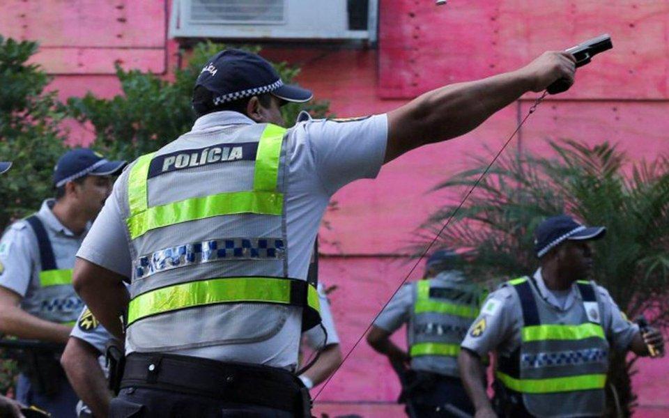 """Secretário de Segurança Pública e da Paz Social do Distrito Federal (SSP-DF), Edval de Oliveira Novaes Júnior, disse que os policiais que utilizaram armas de fogo durante a manifestação de ontem já foram identificados e o inquérito policial já foi aberto; """"A regra é a utilização de armamento não letal e de uso progressivo da força. Isso foi uma exceção, não estava previsto (o uso de arma letal) e estamos apurando rigorosamente"""", disse, afirmando que estes policiais serão responsabilizados"""