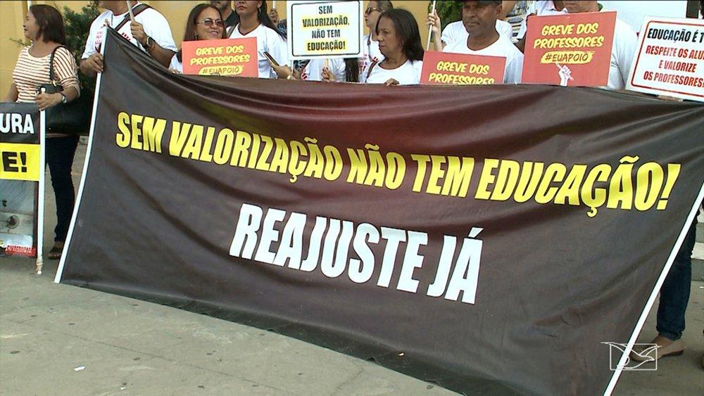 A greve dos professores da rede municipal de ensino de São Luís completa um mês sem definições sobre o fim da mobilização; os professores pedem um aumento salarial de 7,64%, índice referente ao reajuste do Fundo de Manutenção e Desenvolvimento da Educação Básica e de Valorização dos Profissionais da Educação (Fundeb)