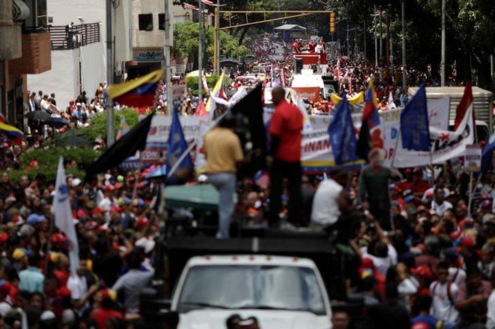 Manifestantes pró-governo fazem passeata em Caracas 7/8/2017 REUTERS/Ueslei Marcelino