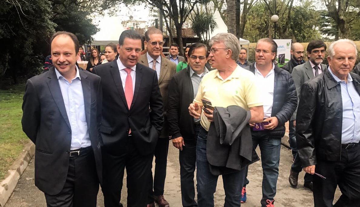 """O governador Marconi Perillo afirmou, ao encerrar a intensa de trabalho de dois dias da Missão Comercial do Governo de Goiás no Uruguai, que a """"excelente receptividade"""" das autoridades e dos empresários do país sul-americano mostra """"o grande potencial"""" de expansão das relações bilaterais com o Estado a partir e agora; Marconi destacou os encontros com autoridades de diferentes áreas de governo e os contatos com investidores durante a missão"""