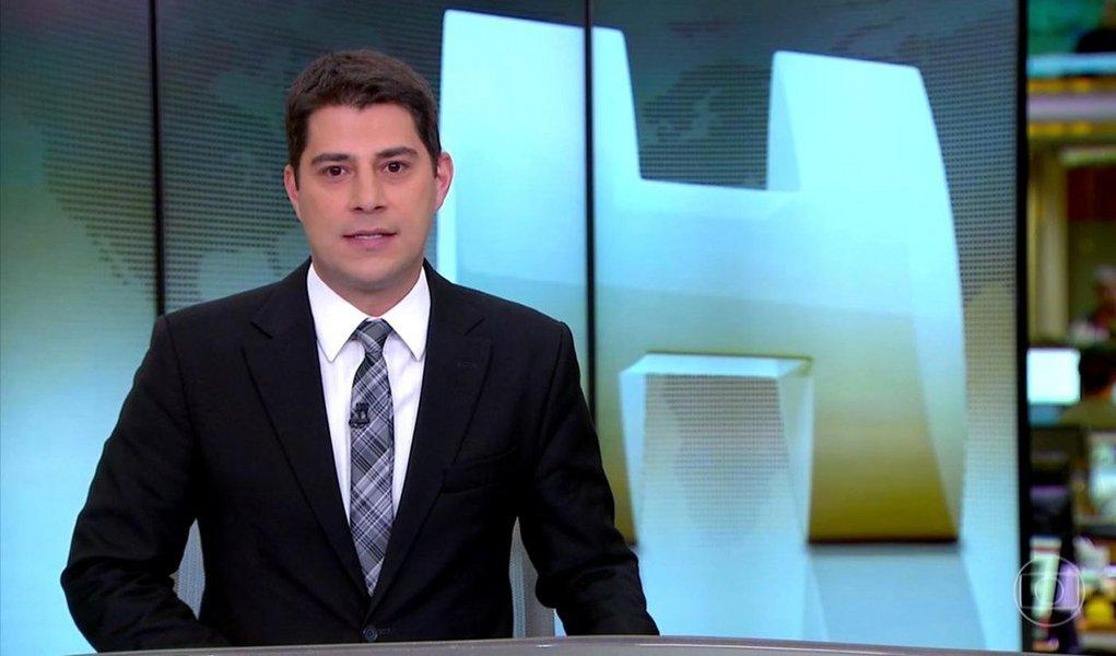 Insatisfeito com os termos da rescisão de contrato, o jornalista Evaristo Costa já estaria acionando advogados contra a Globo; dos 20 anos em que trabalhou na emissora, 14 teriam sido em regime de pessoa jurídica