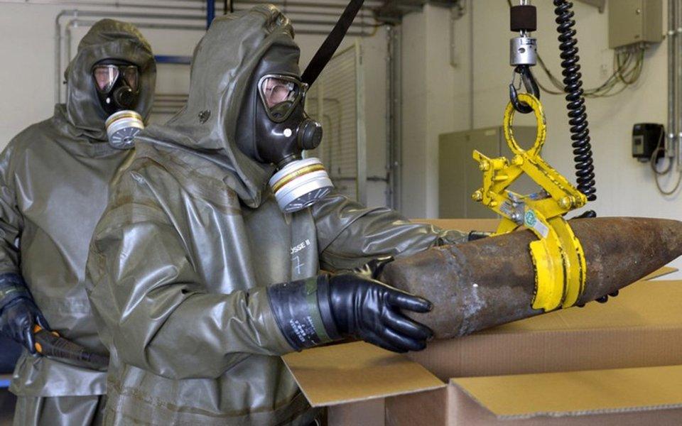 """Rússia destruiu n seu último lote de armas químicas em uma cerimônia que foi acompanhada por uma delegação da Organização Internacional para a Proibição das Armas Químicas (Opaq); """"Se pode dizer, sem criar alarde, que é realmente um acontecimento histórico, levando em conta os arsenais de armas químicas que herdamos dos tempos soviéticos, com os quais poderíamos destruir várias vezes toda a vida da Terra"""", disse o presidente Vladimir Putin"""