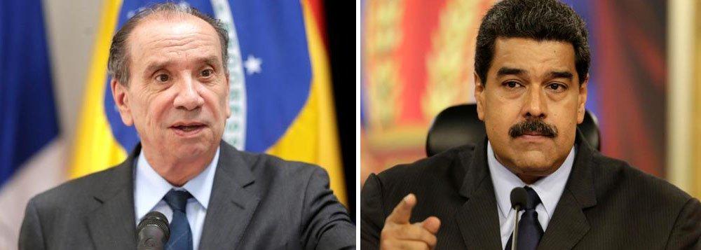"""Ministro das Relações Exteriores do governo Temer, Aloysio Nunes, avaliou positivamente a suspensão da Venezuela do Mercosul por ruptura da ordem democrática, segundo ele, a suspensão da Venezuela diminuiu os """"entraves nas negociações do Mercosul, trazendo mais liberdade de atuação aos quatro países sócio-fundadores do bloco""""; na semana passada, presidente venezuelano, Nicolás Maduro, criticou MIchel temer, que pediu uma auditoria das eleições dos país vizinho; """"Tem moral o presidente golpista do Brasil para vir auditar o processo eleitoral da Venezuela? Daqui da Venezuela, dizemos: Fora, Temer"""", disparou Maduro"""