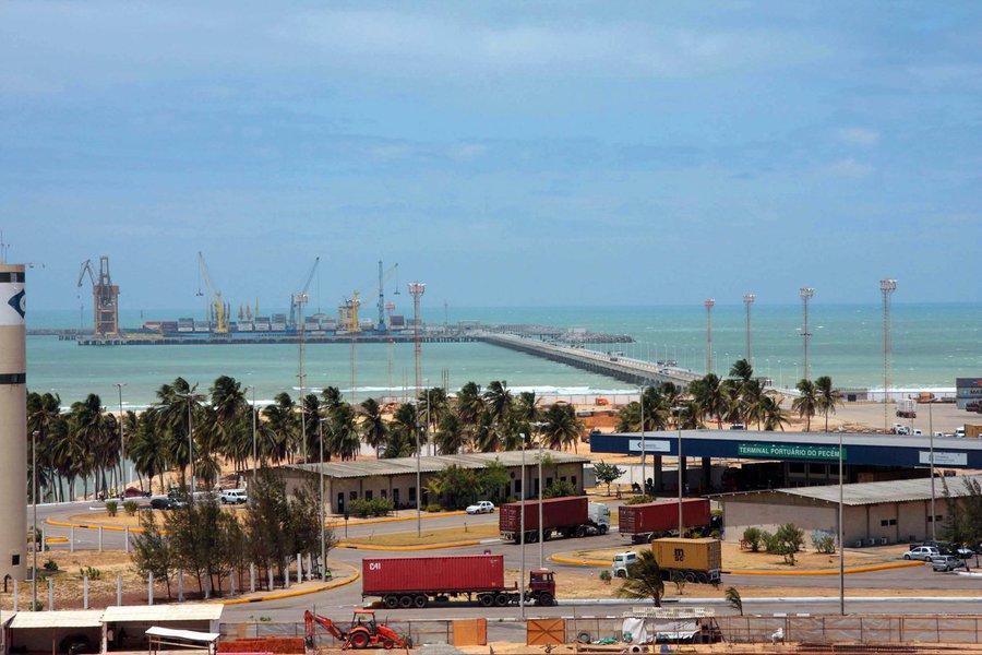 No primeiro trimestre de 2017, o Porto do Pecém registrou um aumento de 100% na movimentação se comparado ao mesmo período de 2016. Entre as cargas mais movimentadas estão o granel sólido, que participou com 61% das movimentações (2.561.801 t), seguido da carga geral solta, com 883.219 t (21%), carga conteinerizada, com 570.957 t (14%), e granel líquido, 160.926 t (4%)