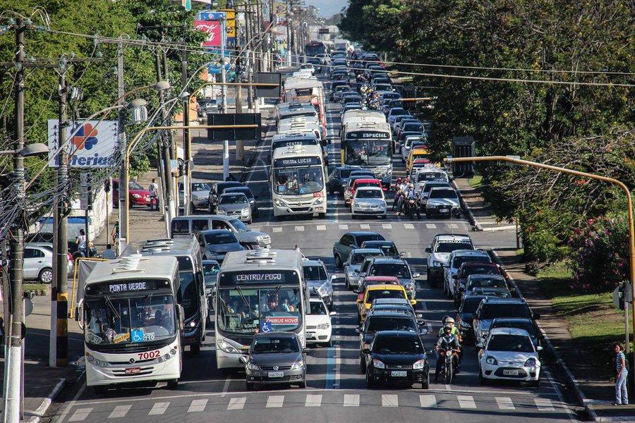 Em sete meses, as quatro empresas que operam transporte coletivo em Maceió registraram 310 assaltos; no mesmo período, em comparação com 2016, foram notificadas 1.109 ocorrências; áreas mais atingidas pelos assaltos na capital são os bairros do Vergel do Lago, Levada, Mangabeiras, Feitosa e Jacintinho