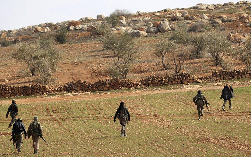 O Exército Livre da Síria (ELS) disse que a oposição espera novos ataques aéreos dos EUA contra o país; oELS não sabia de antemão da preparação do ataque contra a base síria em Shayrat, na província de Homs, mas esperava tal passo, disse à Sputnik o chefe do estado-maior da organização, Ahmed Berri