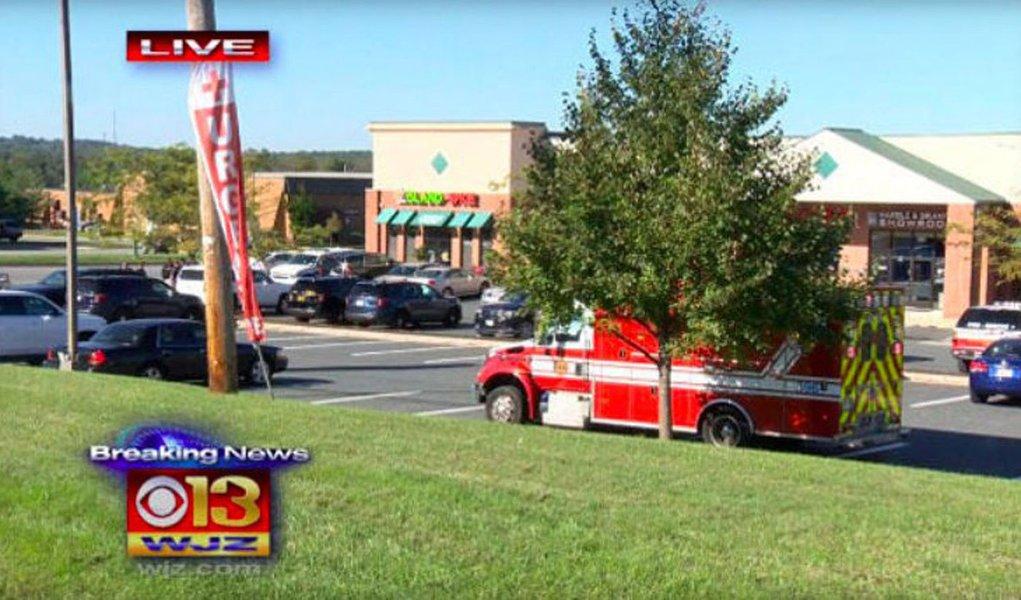 Tiroteio em massa em um estacionamento no estado de Maryland deixou ao menos cinco pessoas feridas; alunos das escolas na vizinhança foram instruídos a permanecerem abrigados; autor dos disparos fugiu e a polícia já inciou as buscas para encontrar o suspeito do ataque