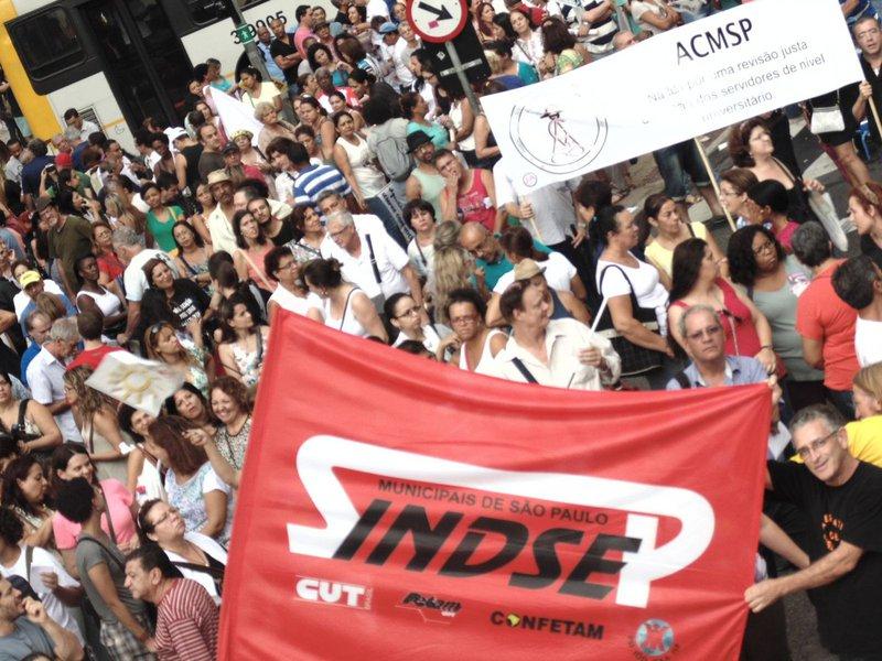 A história de organização dos trabalhadores no Brasil acontece há muitos anos. Tivemos organizações que nasceram há tempos. A primeira organização de trabalhadores aconteceu em 1906: a Confederação Operária Brasileira – COB