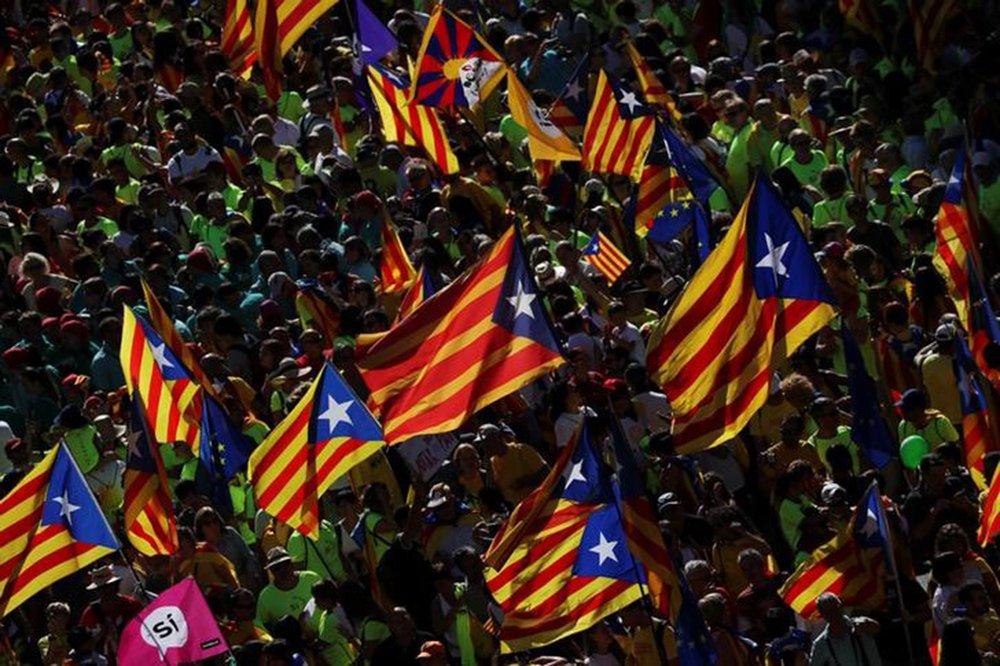 Bandeiras separatistas da Catalunha durante protesto em Barcelona 11/09/2017 REUTERS/Susana Vera