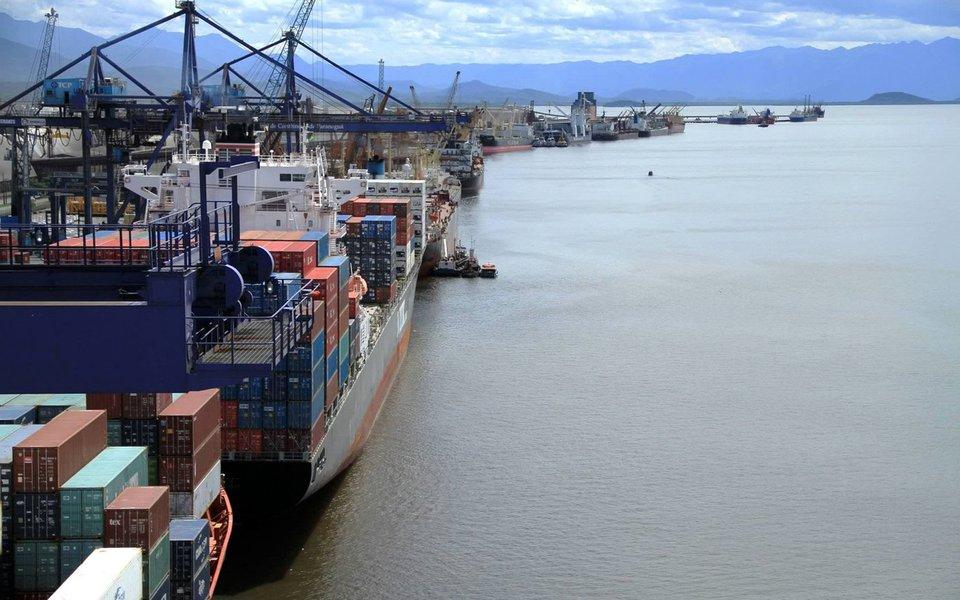 Com o Brasil em liquidação, um dos principais terminais de contêineres do Brasil, o de Paranaguá, foi vendido a um dos maiores grupos chineses