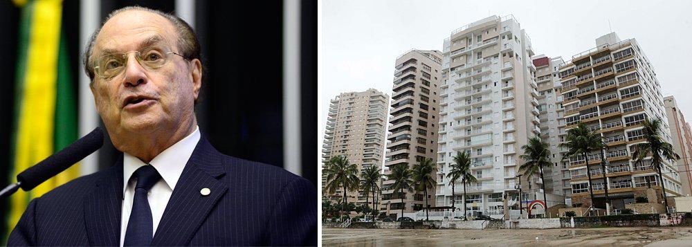 """Deputado federal Paulo Maluf (PP-SP) disse que a situação criada em torno do triplex do Guarujá é """"pura mesquinharia""""; """"Aquilo não é um tríplex, são três Minha Casa, Minha Vida, um em cima do outro"""", disse Maluf; """"Eu tenho uma casa de frente para o mar, com cinco suítes. É dele. Você acha que o Lula precisa daquele BNHzinho (triplex)? Aquele sítio em Atibaia é outra porcaria. Quem foi presidente durante oito anos, elegeu duas vezes sua sucessora, não precisa daquela miséria"""", prosseguiu; segundo Maluf, Lula é """"uma pessoa do bem, honrada"""""""