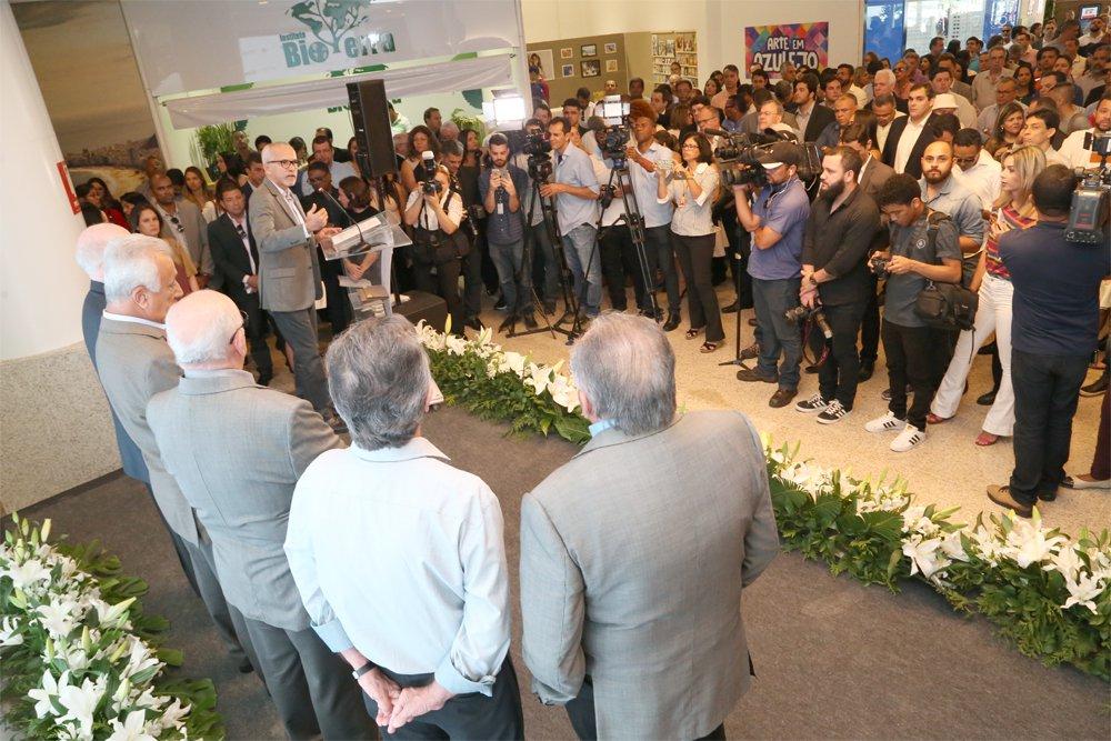 O prefeito Edvaldo Nogueira prestigiou, na manhã desta quarta-feira, 25, a inauguração da expansão do Shopping Riomar Aracaju; com 52 mil metros quadrados, a área conta com 200 novos espaços para lojas e uma praça de alimentação, num investimento, de R$ 110 milhões;Para Edvaldo, a ampliação do shopping, mesmo com a crise econômica do país, representa um grande avanço na geração de emprego e renda na cidade