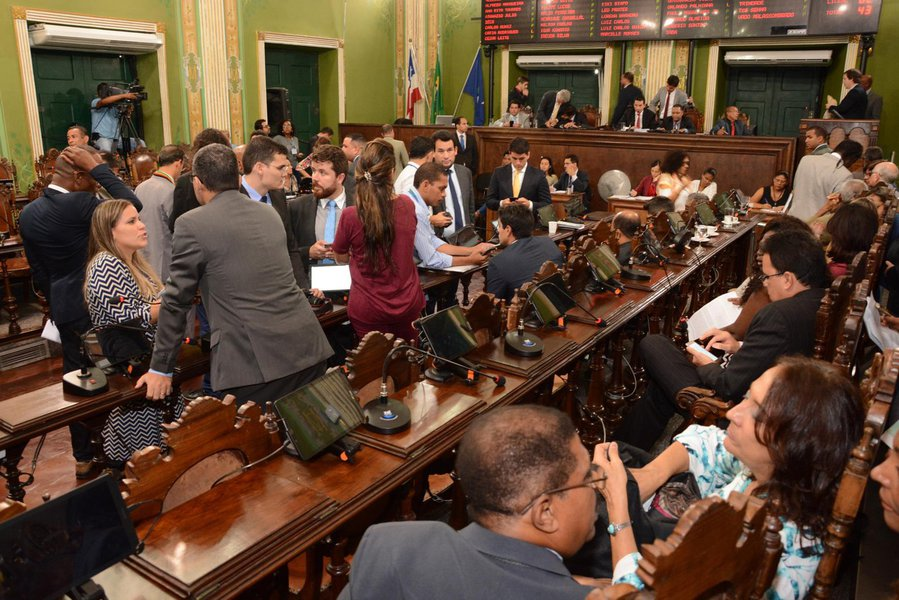 """O presidente da Casa, vereador Léo Prates (DEM), afirma que a votação se dará após decisão do colégio de líderes do parlamento, mesmo sob protesto da bancada de oposição; """"Posso assegurar que o projeto seguiu todo o rito nas comissões e já pode ser votado em plenário dentro da legalidade"""", diz o democrata; líder da minoria, o vereador José Trindade (PSL), por sua vez, diz que o projeto ainda não está """"amadurecido"""" para ser votado; """"Se for votado nesta semana, será sem o aval da oposição. O governo mais uma vez atropela a tramitação dos projetos na Casa somente para atender ás exigências do prefeito"""""""