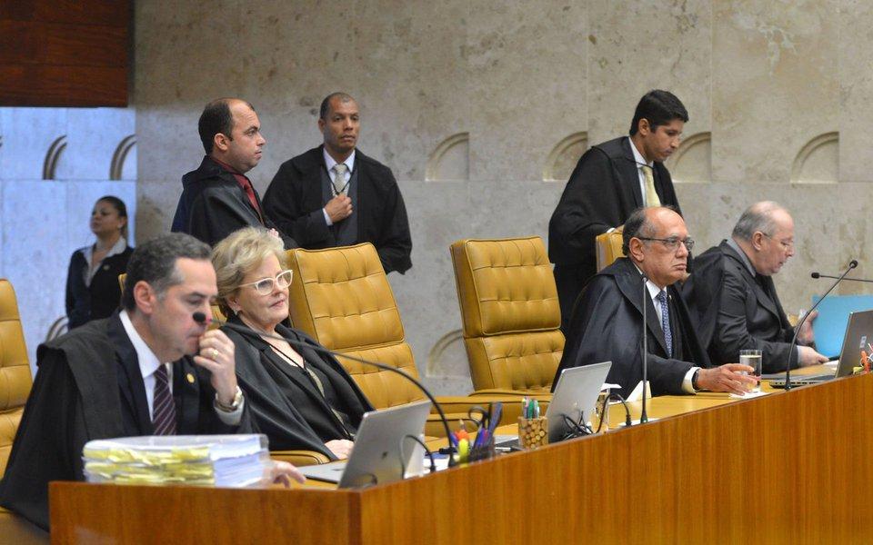 Até quando o Supremo Tribunal Federal e o Conselho Nacional de Justiça vão assistir, de camarote, a perseguição a Lula? Até quando o juiz Sergio Moro agirá como acusador, com escandalosa parcialidade, negando à defesa do ex-presidente operário todos os seus pedidos?
